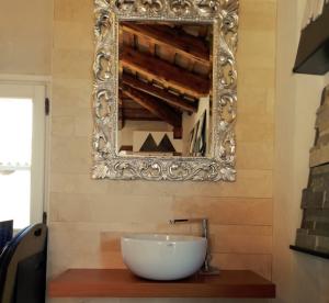 mobile-bagno-e-specchiera-in-stile-zanibellato
